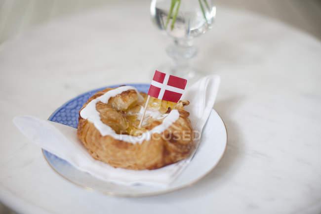 Délicieux pain avec indicateur sur le dessus — Photo de stock