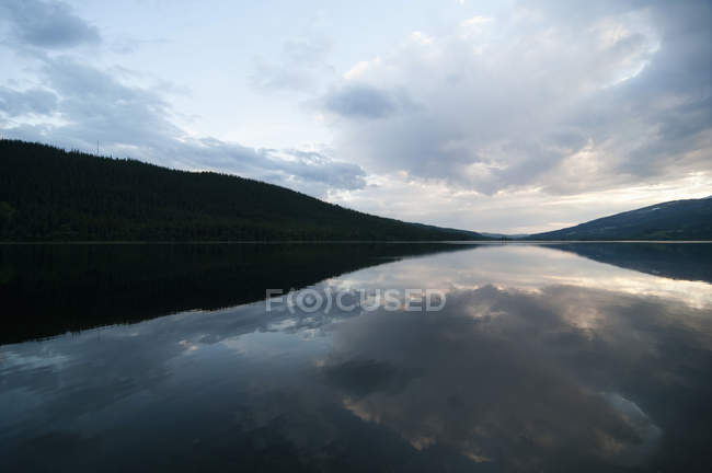 Scenic view of calm sea against cloudy sky — Stock Photo