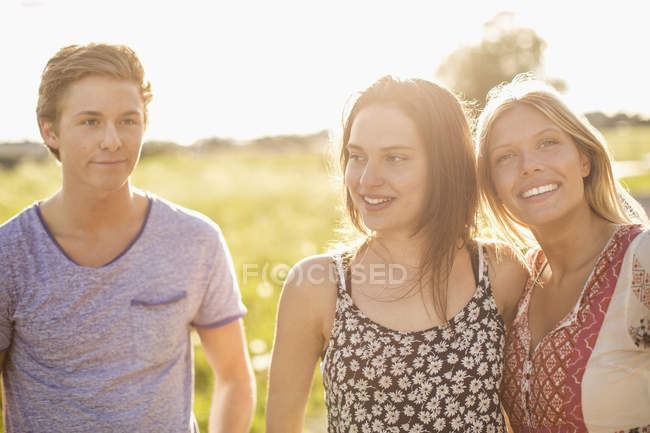 Happy young friends at countryside — Stock Photo