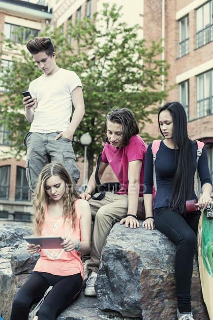 High school students using technologies at schoolyard — Foto stock