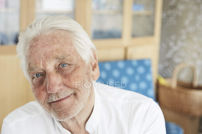 Portrait d'un homme senior à l'hôpital — Photo de stock