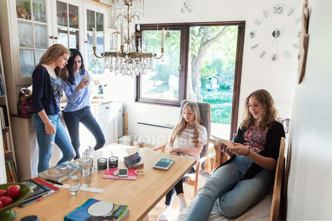 Teenage girls spending leisure time at home — Stock Photo