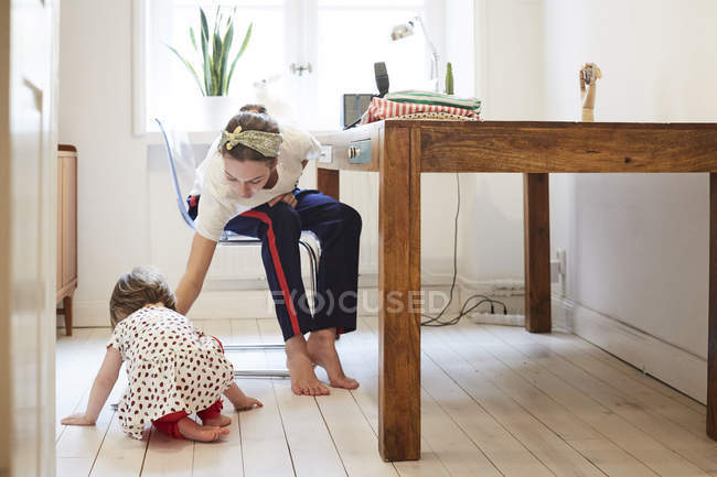 Podcaster taking care of daughter while vlogging at home — Stock Photo