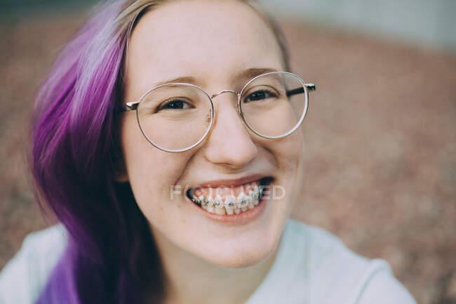 Close-up retrato de adolescente feliz — Fotografia de Stock