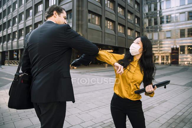 Business people greeting during virus pandemic — Stock Photo