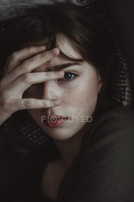 Portrait of stressed woman on sofa — Stock Photo