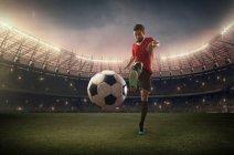 Football-Spieler den Ball — Stockfoto