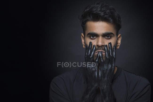 Porträt eines Mannes, der tief in Depressionen steckt — Stockfoto