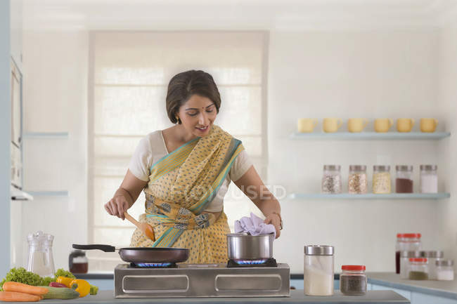 Woman preparing food in kitchen — Stock Photo
