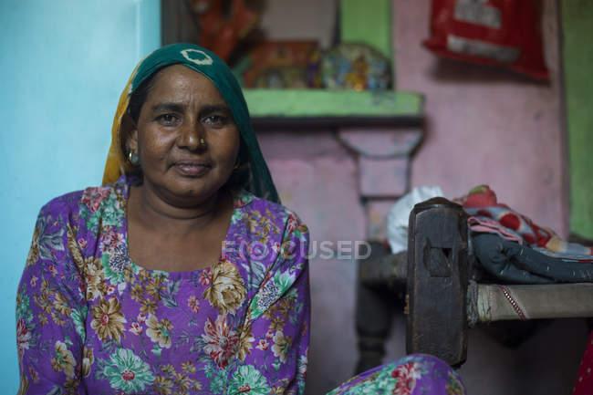 Porträt einer lächelnden Frau mittleren Alters — Stockfoto