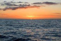 Nouvelle-Zélande, Île du Sud, Canterbury, South Bay, Kaikoura, Lever de soleil en mer — Photo de stock