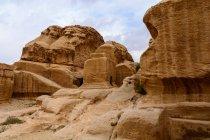 Jordania, Ma 'an Gouvernement, Petra District, La legendaria ciudad rocosa de Petra, paisaje rocoso escénico - foto de stock