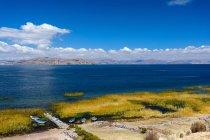 Перу, Пуно, човнах на озері оглянуто Uros, мальовничий краєвид повітряні — стокове фото