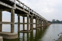 Myanmar (Burma), Mandalay region, Amarapura, U-leg bridge, Amarapura — Stock Photo