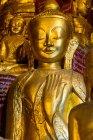 Myanmar (Burma), Shan, Pindaya, Buddha statue in magnificent cave of Pindaya — Stock Photo