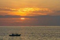 Indonesia, Sulawesi Utara, Kota Manado, Fishing boat at sunset at silent lake at Manado on Sulawesi Utara — стокове фото