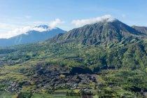 Indonesia, Bali, Kabliaten Bangli, mountain landscape with volcano Batur view — Stockfoto