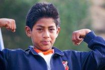 Ragazzo peruviano su sfondo sfocato, Urubamba, Perù — Foto stock