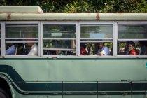 Мянма, місті Yangon регіону, люди їдуть в місцевому автобусі — стокове фото