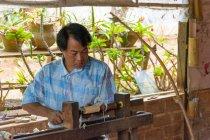 Myanmar, Shan, Pindaya, man manufacturing of umbrellas — Stock Photo