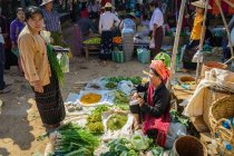 Women in traditional casual closing at street market, Taunggyi, Shan, Myanmar — Stock Photo
