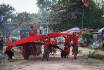 Індонезія, Балі, кота Денпасар, зависання фестивалю Мел Танджунг у Санур — стокове фото