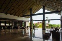 Indonésia, Sulawesi Utara, Kota Manado, hall de entrada do hotel em Sulawesi Utara — Fotografia de Stock