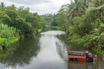 Indonesien, Bali, Tabanan, LKW-Flusswäsche in der Region Tabanan — Stockfoto