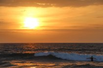 Sri Lanka, Province de l'Ouest, Kalutara, coucher de soleil à Bentota Beach — Photo de stock