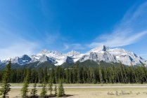 Canada, Alberta, Banff National Park, road by mountains — Stock Photo