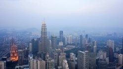 Malasia, Wilayah Persekutuan Kuala Lumpur, Kuala Lumpur, vista sobre la ciudad de Kuala Lumpur con arquitectura moderna - foto de stock