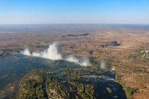 Rivière de Zambie, Victoria Falls, Sambesi, vue aérienne d'hélicoptère à la transition vers les chutes de Victoria par le haut — Photo de stock