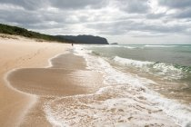 New Zealand, Waikato, Opoutere, footprints on the lonely beach, Opoutere Beach — Stock Photo