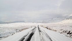 Diminishing perspective view of snowy road, Iceland — Stock Photo