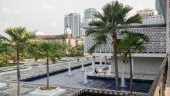 Malaysia, Kuala Lumpur, Kuala Lumpur, exterior of mosque in Kuala Lumpur — Stock Photo