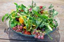Греція, Крит, Ханья, свіжі фрукти та овочі на тарілку — стокове фото