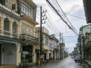Thailand, Chang Wat Phang-nga, Tambon Khuekkhak, Street of downtown Takuapas — Stock Photo