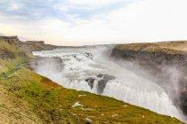 Islândia, paisagem natural, com vista para Cachoeira Gullfoss — Fotografia de Stock