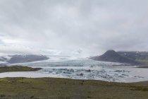 Vue panoramique du glacier Vatnajokull et montagnes, Islande — Photo de stock
