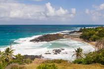 Madagaskar, versteckte Bucht Luftaufnahme mit malerischer Küste des indischen Ozeans — Stockfoto