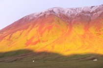 Киргизстан, Ош регіону, захід сонця у таборі Юрт, мальовничі гори подання — стокове фото