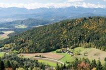 Malerische Aussicht auf Magdalensberg tagsüber, Kärnten, Österreich — Stockfoto