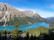 Канада, Альберта, Дивизион № 15, view of mountain lake — стоковое фото