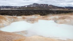 Geothermal pool with steam and mountains in distant, Iceland — Stock Photo