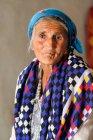 Портрет Азіатський жінка з хустку на голову, Таджикистан — стокове фото