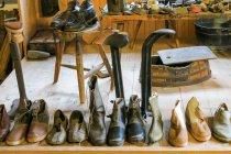 Германия, Бавария, Кронбург, обувь коллекции сапожника — стоковое фото