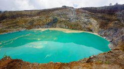 Indonesia, Nusa Tenggara Timur, Kabupaten end, Turquoise blue water in Kelimutu National Park, Flores — Stock Photo