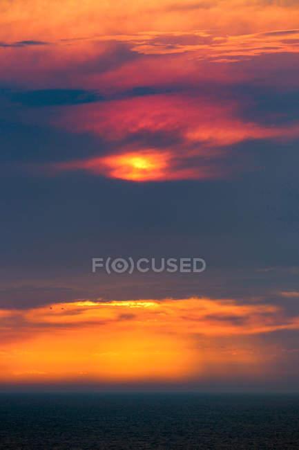 Australie, Parc National de Port Campbell, Great Ocean Road, douze apôtres, coucher de soleil — Photo de stock