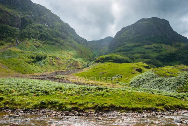 United Kingdom, Scotland, Highland, Ballachulish, Glencoe green mountains landscape with small brook — Stock Photo
