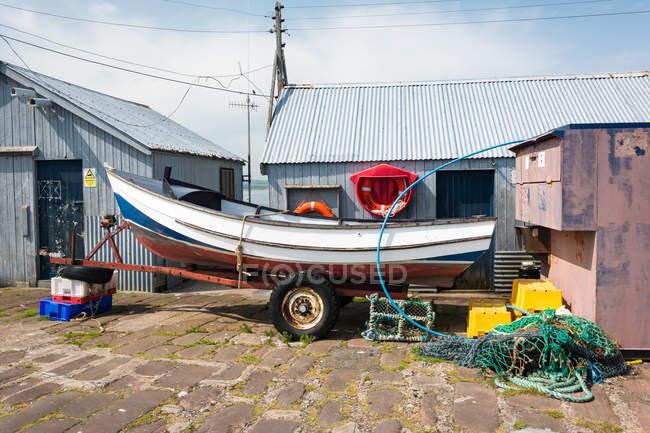 Reino Unido, Escócia, Highland, Cromarty, barco no reboque, Porto de Cromarty, Black Isle — Fotografia de Stock